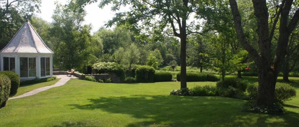 Luxious Lawns